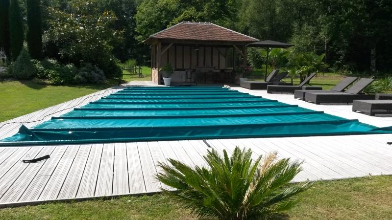B che pour piscine bache bourgoin for Enrouleur bache piscine hexagonale