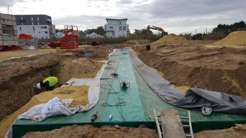 APRES : Bâche de couverture pour un bassin solide de rétention d'eau de pluie