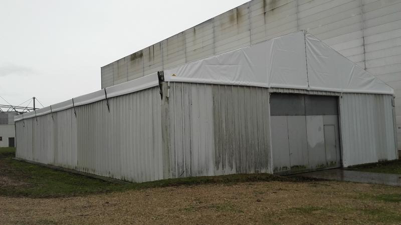 Toit en toile PVC pour une structure métallique