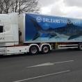 Publicité adhésive sur un camion