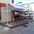 Abri de terrasse de café en toile PVC avec armature